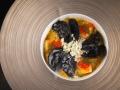 Камчатский краб, черные равиоли, овощи