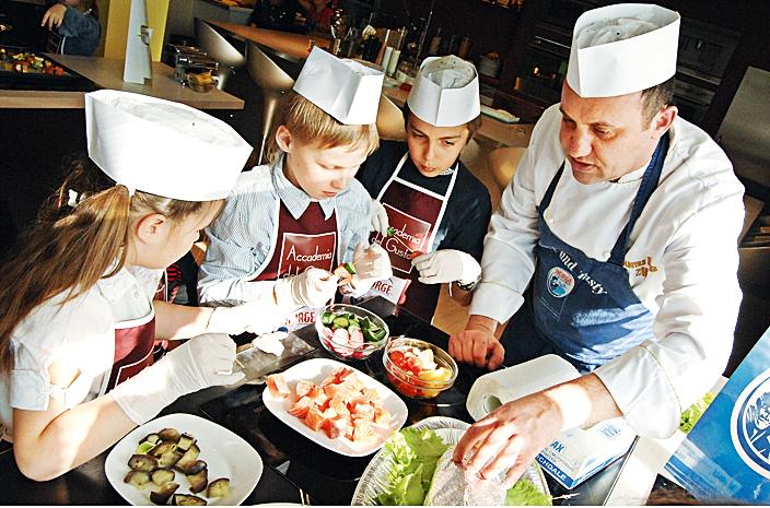 Выездной мастер класс для детей от ведущих поваров