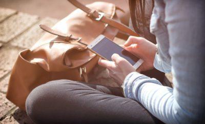 Люди Девушка Телефон Текстовые Сообщения