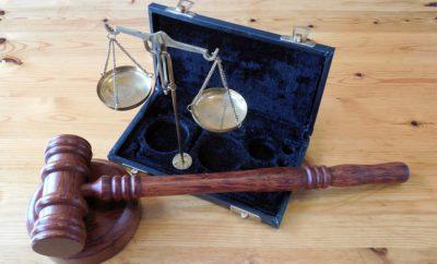 суд молоток правосудие горизонтальный