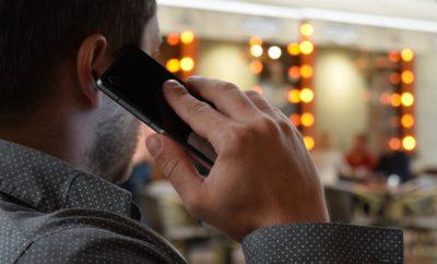 телефон человек разговаривает