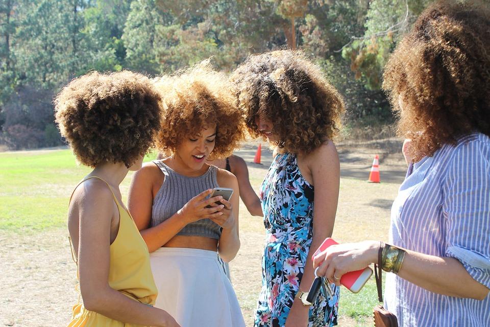 Люди Женщины Мобильный Телефон Iphone
