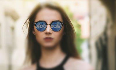 женщина Facebook