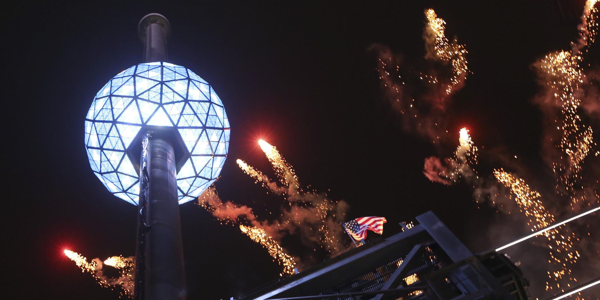 новогодний шар на таймс сквер