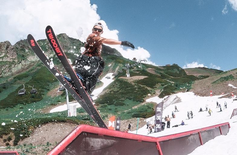 На Курорте Красная Поляна открыли самый большой летний сноупарк в России